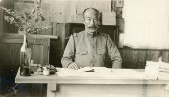 元捕虜のアルバムに収蔵されていた松江豊壽所長の写真(提供:鳴門市ドイツ館)