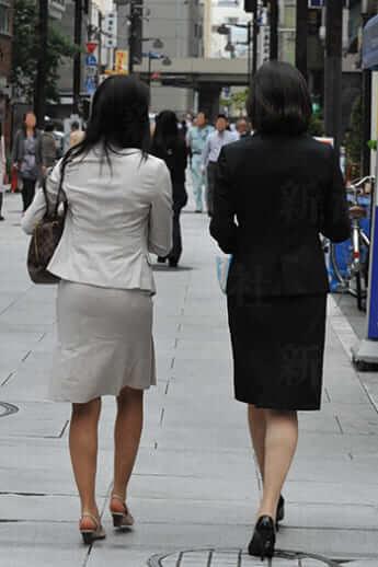 ヒールを履く女性