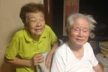 認知症の母が口紅をつけ満面の笑顔で――閉ざされた家族が再び社会へ開かれたきっかけとは【ぼけますから、よろしくお願いします。】