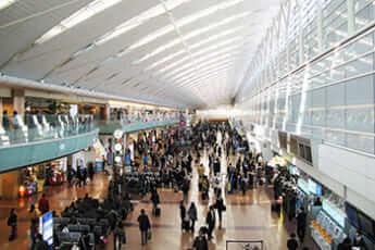 羽田空港国内線ターミナル(Hide1228/Wikimedia Commons)