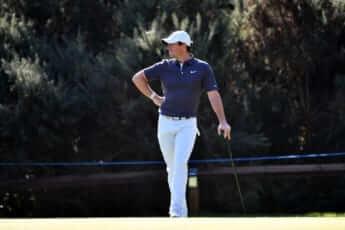 「すぎる」が多すぎるゴルフ界にもっと「プロ意識」を 風の向こう側(56)