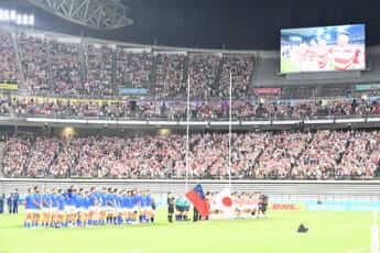 ラグビー日本代表を応援するファンたち