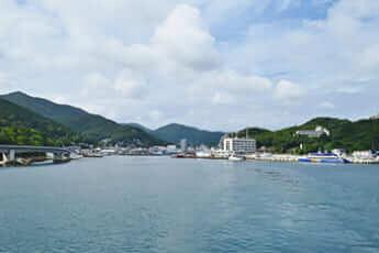 厳原港(Saigen Jiro/Wikimedia Commons)