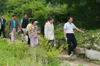 廬武鉉大統領を案内する園長