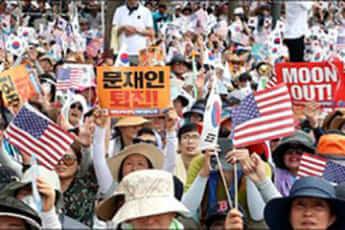 文大統領の退陣を求めるデモ