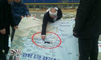 「日本海」表記に抗議する市民団体