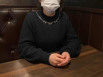 インタビューに答える亜希子(仮名)
