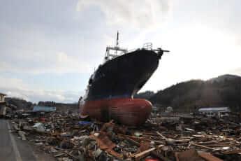20110311_大災禍 月光の残骸荒野(宮城・気仙沼港の北)