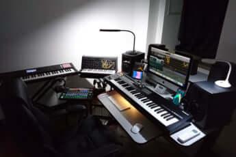 新曲の作業風景