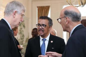 フランシス・コリンズ(アメリカ国立衛生研究所所長)、テドロス・アダノム氏(WHO事務総長)、ロジャー・グラス氏(フォガティ国際センター所長